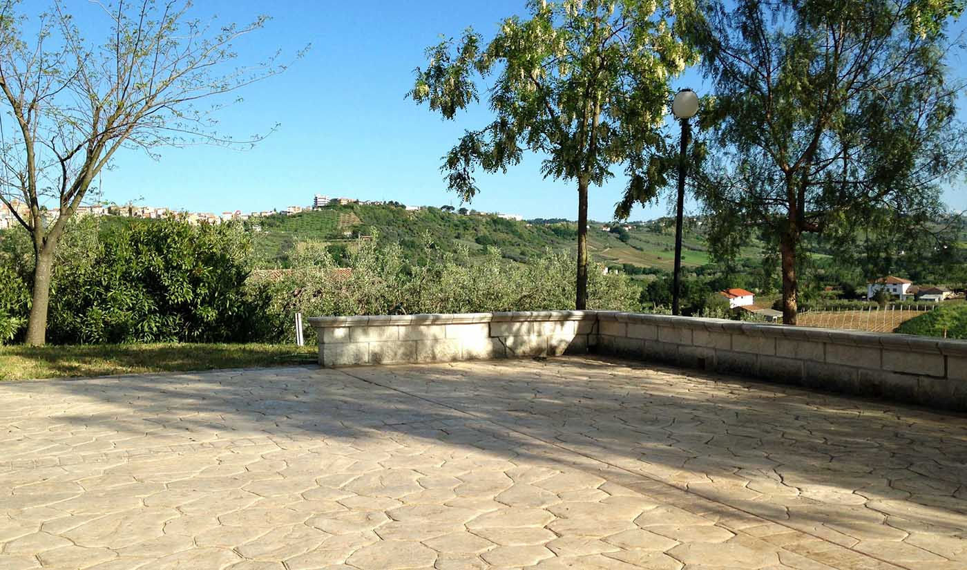 Villa for sale in Abruzzo, close to the coast.