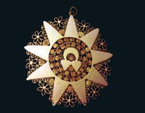 A jewellery in gold leaf and filigree work