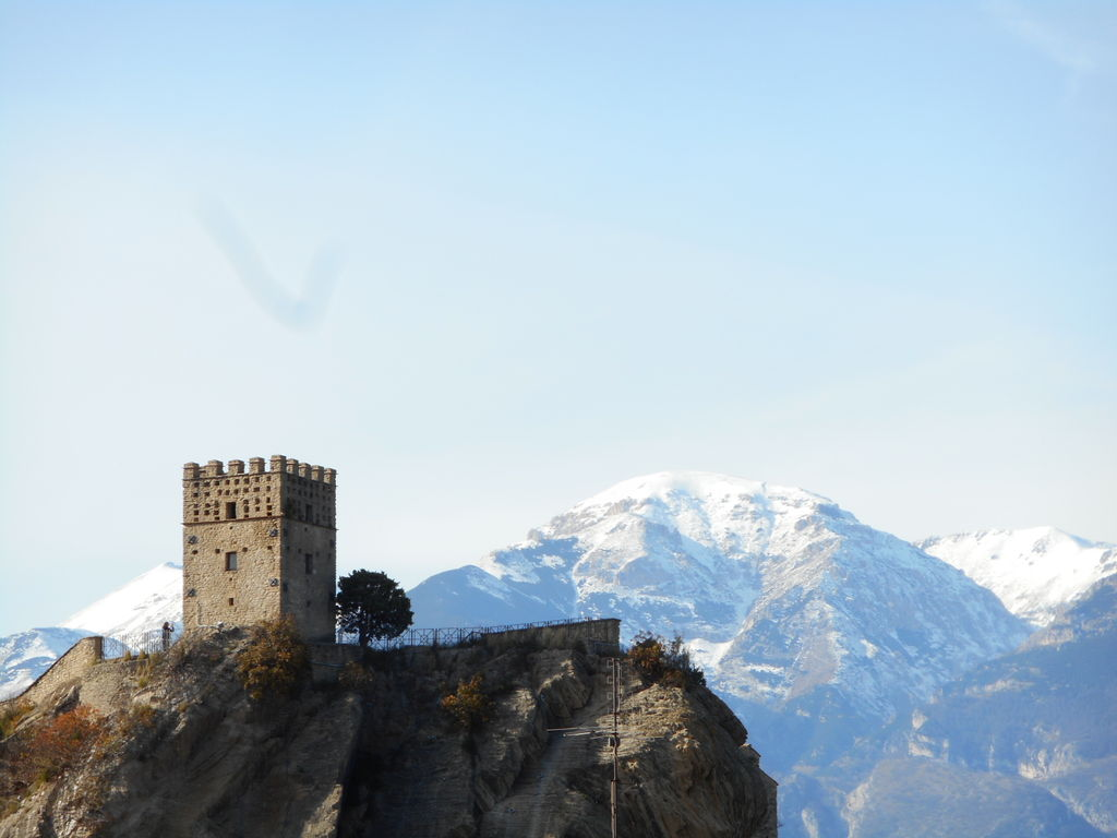 View of the tower of the castle with the mountains