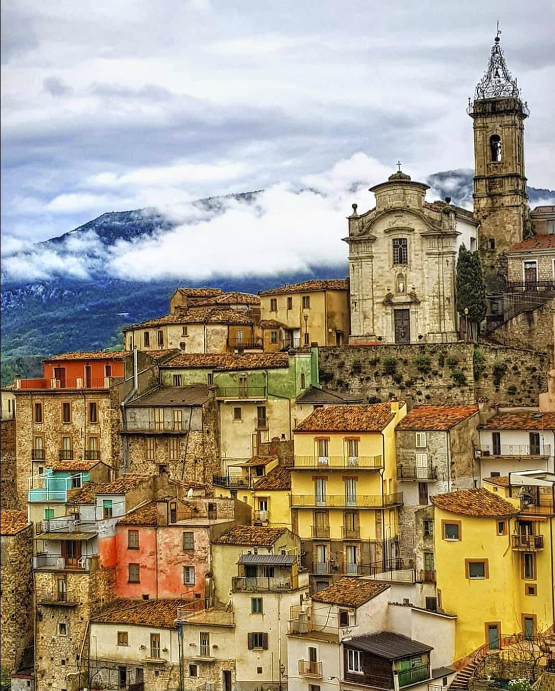 Colourful hanging houses in Colledimezzo, a beautiful hilltop village in Abruzzo, Italy