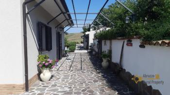 Character villa with beautiful garden and panoramic view. Img3