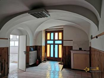 Antique Italian palazzo of 590 sqm for sale, ready to live in.