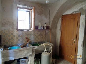 Renovated townhouse with annex for sale in Gissi. Abruzzo. Img24