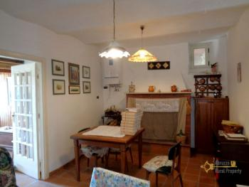 Renovated townhouse with annex for sale in Gissi. Abruzzo. Img7