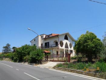 Large villa with garden and Majella mountain view for sale.