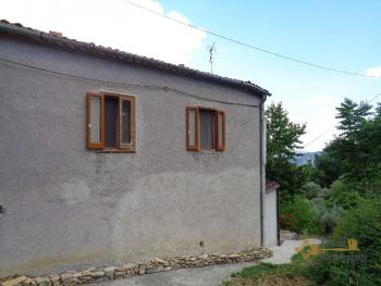 Charming country house with land and fantastic view. Abruzzo. Img3