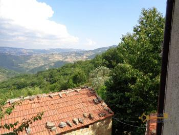 Charming country house with land and fantastic view. Abruzzo. Img25