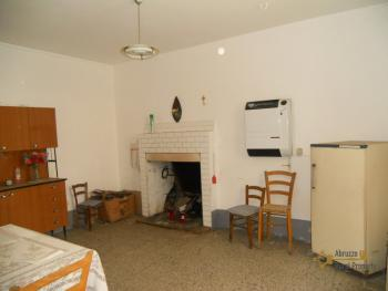Habitable detached town house in Carunchio. Abruzzo. Img4