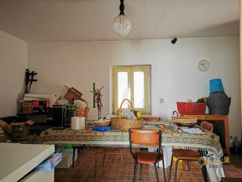 Petite country house with 200 sqm garden for sale. Abruzzo. Img3