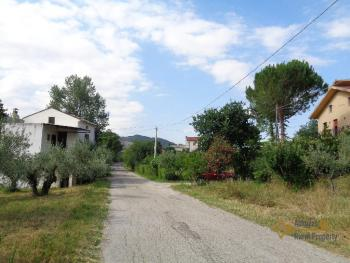 Petite country house with 200 sqm garden for sale. Abruzzo. Img27