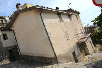 Town house in good conditions with garage, southern Abruzzo. Img3