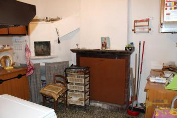 Town house in good conditions with garage, southern Abruzzo. Img4
