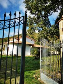 Pretty villa with a nice garden in very private location. Img2