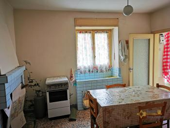 Four bedroom house with 200 sqm front land in Colledimezzo. Img7