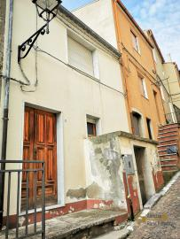 Bargain house with back garden and terrace for sale, Molise. Img18