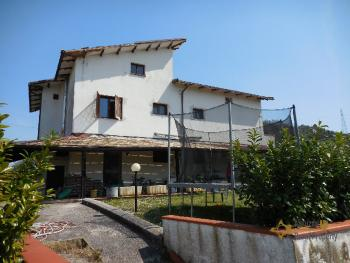 Beautiful villa with one hectare of land and stunning view, Abruzzo. Img2