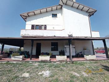 Beautiful villa with one hectare of land and stunning view, Abruzzo. Img5