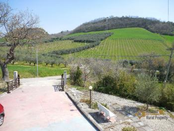 Beautiful villa with one hectare of land and stunning view, Abruzzo. Img8