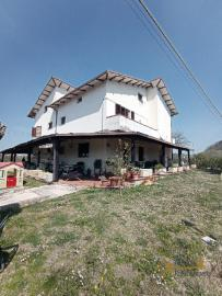 Beautiful villa with one hectare of land and stunning view, Abruzzo. Img12
