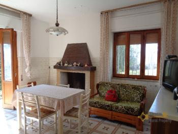 Private country house with garden near the lake of Bomba. Img15