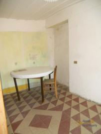 Character stone house in need of intenal renovation. Italy | Abruzzo | Colledimezzo . € 24.000 Ref.: CO3047 photo 6
