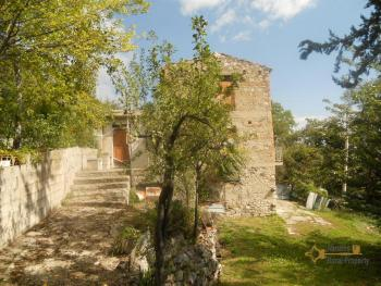 Country house to restore with 2000 sqm of land. Italy. Img1