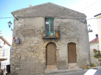 Traditional stone house in Montemitro. Molise. Img1