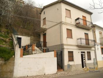 Semidetached townhouse for sale in San Buono. Abruzzo. Img1