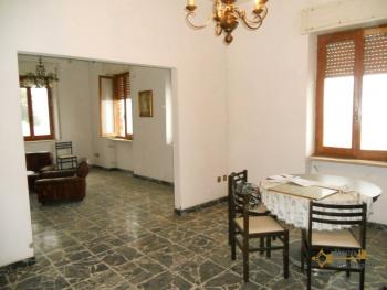 Large townhouse for sale in San Felice del Molise. Img4