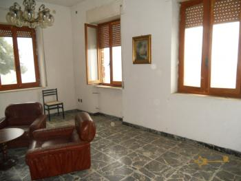 Large townhouse for sale in San Felice del Molise. Img3