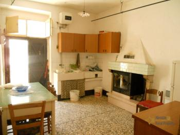 Town house with sea view in Palmoli. Abruzzo. Img3