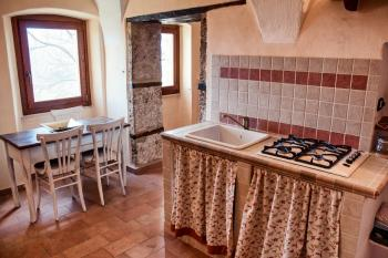 Characteristic self catering flat with garden. Rocchetta al Volturno. photo 1