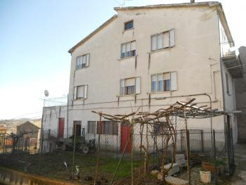 Large house with garden for sale in Roccaspinalveti. Img1