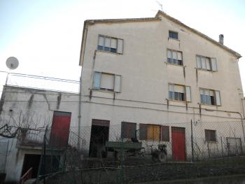 Large house with garden for sale in Roccaspinalveti. Img2