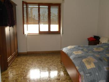Large house with garden for sale in Roccaspinalveti. Img8