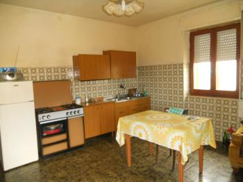 Large house with garden for sale in Roccaspinalveti. Img5