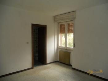 Large house with garden for sale in Roccaspinalveti. Img12