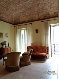 Restored house with top terrace in Vasto historic centre. Img7