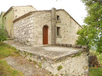 Old stone house with land in needs of renovation. Abruzzo. Img3