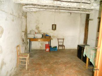 Old stone house with land in needs of renovation. Abruzzo. Img15