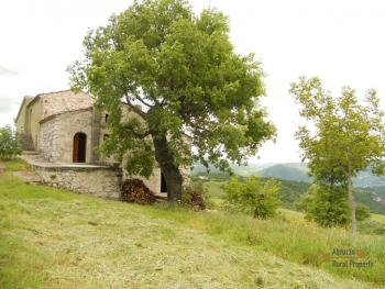 Old stone house with land in needs of renovation. Abruzzo. Img13