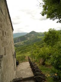 Old stone house with land in needs of renovation. Abruzzo. Img12