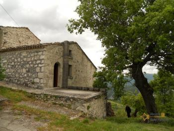 Old stone house with land in needs of renovation. Abruzzo. Img14