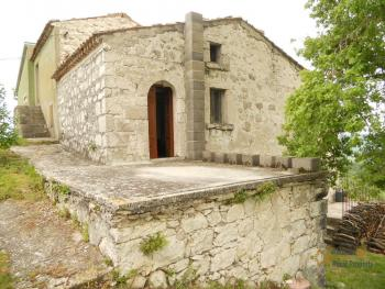 Old stone house with land in needs of renovation. Abruzzo. Img7