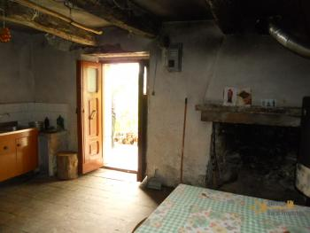 Old stone house with land in needs of renovation. Abruzzo. Img10