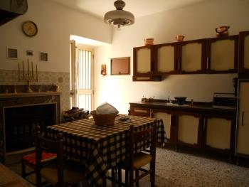 Habitable townhouse with garage for sale in Abruzzo. Img4