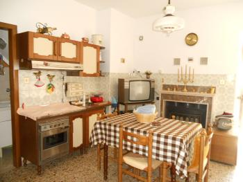 Habitable townhouse with garage for sale in Abruzzo. Img3