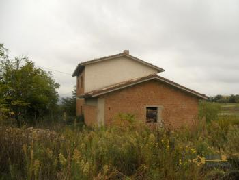 Villa with land to complete, at 15 km from the beach. Img7