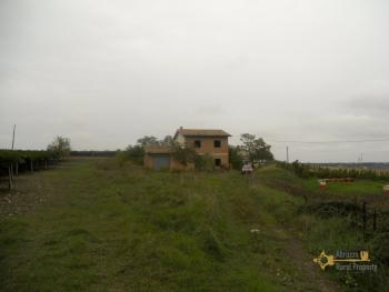 Villa with land to complete, at 15 km from the beach. Img10