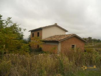 Villa with land to complete, at 15 km from the beach. Img8
